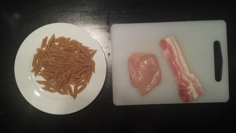 Bulkkiruoka: kanaa, pekonia, pastaa