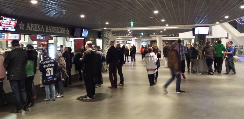 Mercedes Benz Arena jääkiekko-ottelu