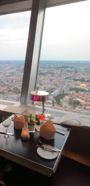 Ravintolapöytä tv-tornissa