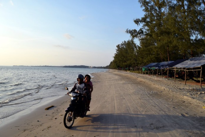 Sihanoukville - Ochheuteal Beach